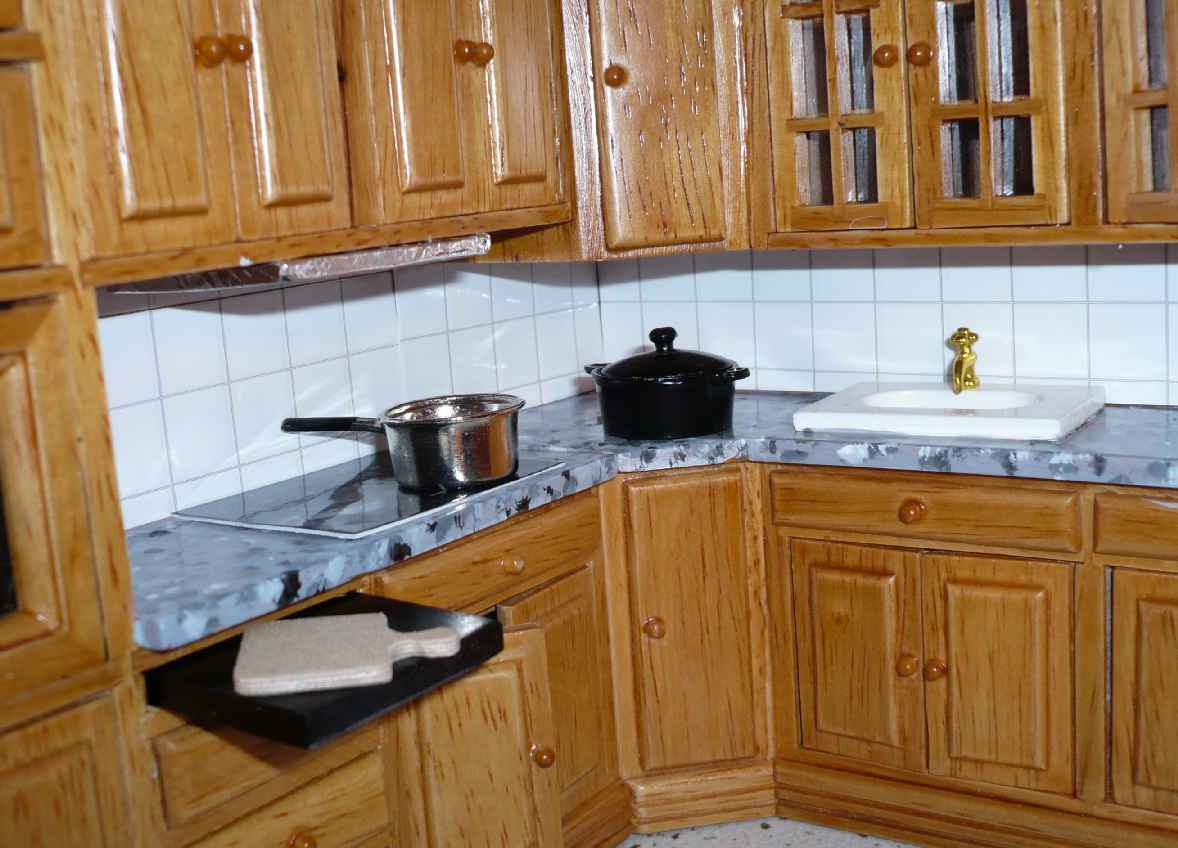 Keuken Betegelen Of Verven : Het is een beetje rare keuken: de meeste kastjes kunnen open, maar een